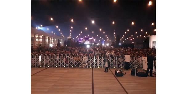 Aamir Khan Cermodern'de Hayranlarıyla Bir Araya Geldi