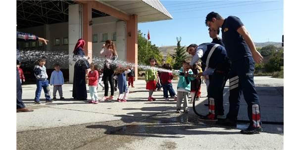 Miniklerden Dinar Belediyesi İtfaiye Amirliğine Ziyaret