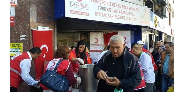 Türk Kızılayı Eskişehir Şubesi Tarafından Aşure Dağıtıldı