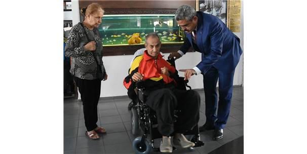Başkan Alıcık, Eski Futbolcuya Engelli Aracı Hediye Etti