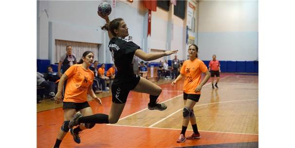 Türkiye Kadınlar Hentbol Süper Lig: Kastamonu Bld.: 40 - Osmangazi Bld.: 32
