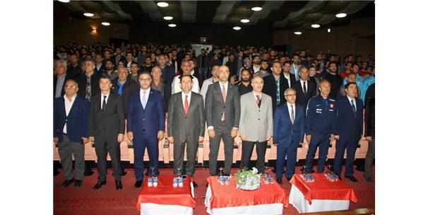 Dü'de 'Ülkemizde Futbol Ve Futsalın Gelişimi' Paneli
