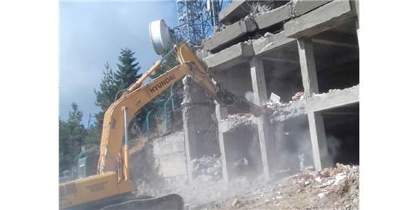 Ilgaz Dağı'ndaki Ruhsatsız Bina Yıkıldı