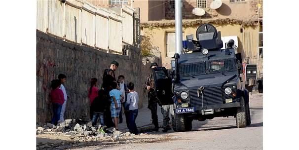 """Özel Harekat Polislerinden Çocuklara """"Özel"""" İlgi"""
