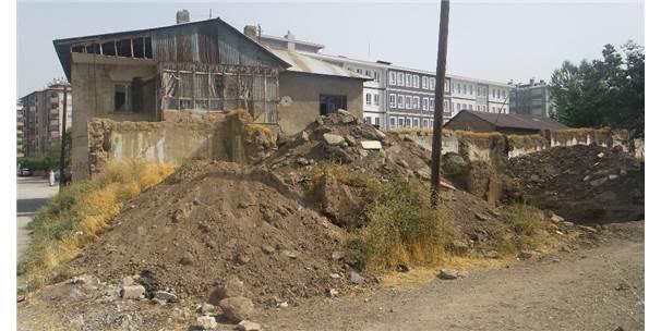 Kent Estetiğini Bozan 83 Yapı İçin Yıkım Çalışması