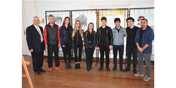 """Lise Öğrencilerinden """"Atatürk'e Saygı"""" Resim Sergisi"""