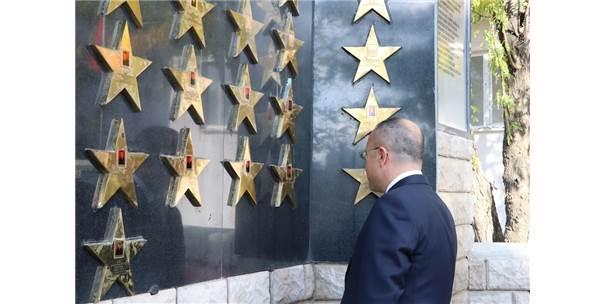 Helikopter Kazasında Şehit Olan 17 Asker Törenle Anıldı