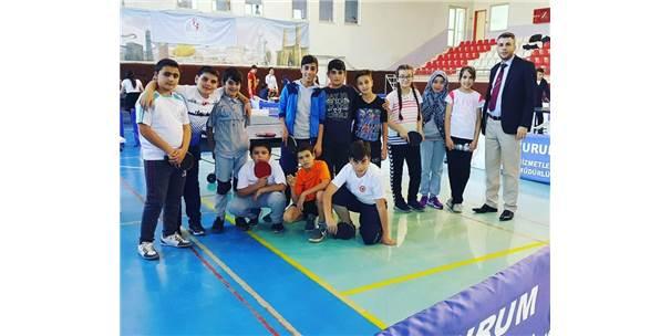 Masa Tenisinde Atatürk Kupası İçin Yarıştılar
