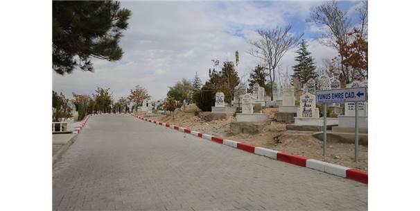 Karaman Belediyesi'nden Mezarlık Düzenlemesi
