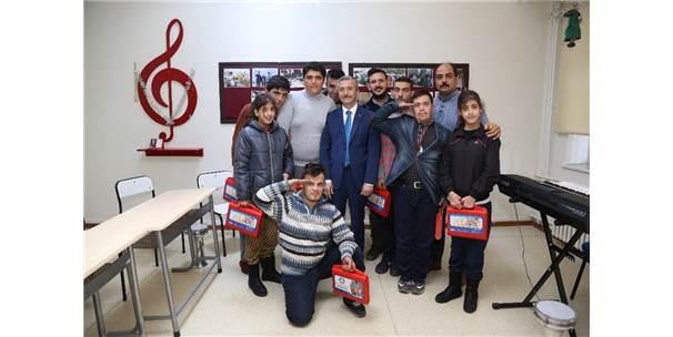 Tahmazoğlu Down Sendromlu Çocukları Ziyaret Etti
