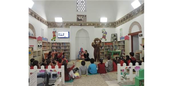 Kütüphanelerde Çocuk Sesleri