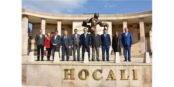 Azeri Büyükelçi Müze Ziyaret Etti