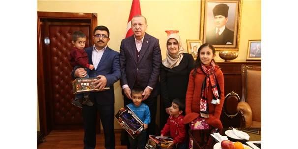 Cumhurbaşkanı Erdoğan Minik Adaşları İle Görüştü