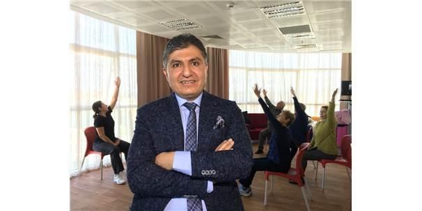 Türkiye'nin İlk 'Yaş Alma Okulu' Açıldı, Nineler Diploma Alacak