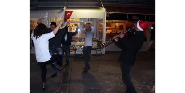 Bodrum'da Sokaklar Eğlence Mekanına Döndü