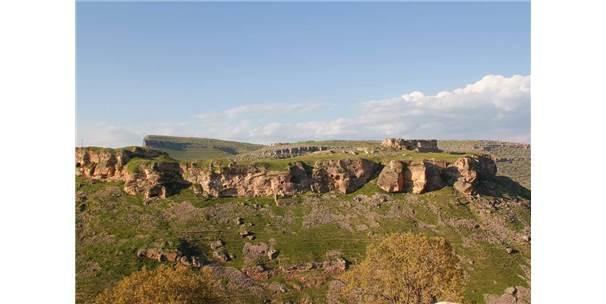 Tarihi Asur Kalesi Ve Kral Mezarları Işıklandırılacak