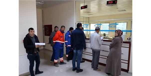 Yozgat'ta Taşeron İşçiler Hizmet Dökümü İçin Sgk'ya Akın Ettiler