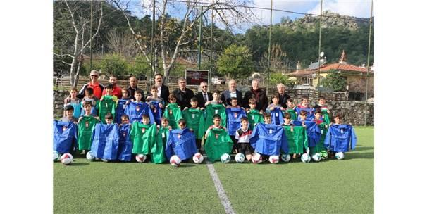 Marmaris'te Amatör Spor Kulüplerine Malzeme Desteği