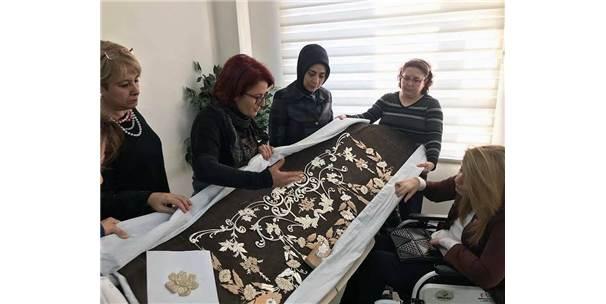 Bursa'da Büyük İlgi Gören Sergi Saray Yolcusu