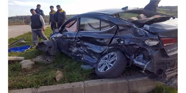 Sakarya'da Kamyon İle Otomobil Çarpıştı: 1 Ölü 2 Yaralı