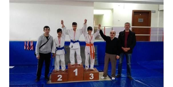Osmaniye'de Okul Sporları Yıldızlar Judo İl Seçmeleri Yapıldı