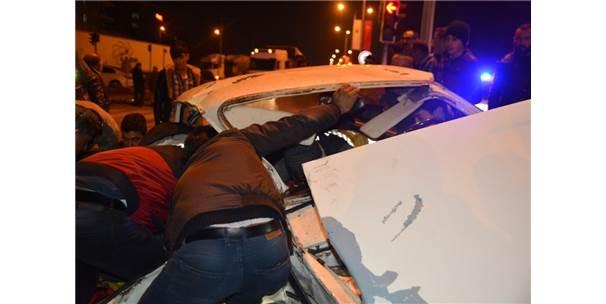 Sungurlu'da iki otomobil çarpıştı: 2'si ağır 3 yaralı ile ilgili görsel sonucu
