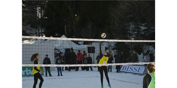 Artvin'de Kar Voleybolu Şampiyonası Sona Erdi