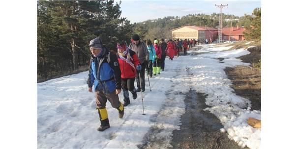 Mehmetçiğe Destek İçin 10 Kilometre Yürüdüler