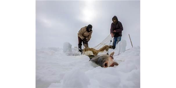 Buz Kırıp Balık Tuttular