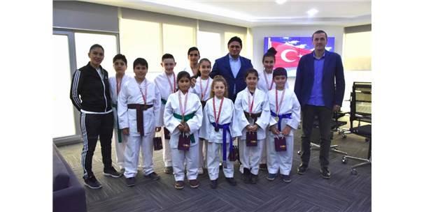 Genç Karatecilerden Başkan Serkan Acar'a Ziyaret