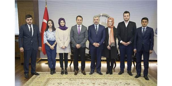 Başkan Çelik, Ak Parti Gençlik Kolları İl Yönetimi İle Görüştü