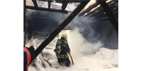 Merkez Haberleri: Sobadan çıkan yangın, tek katlı evi kül etti