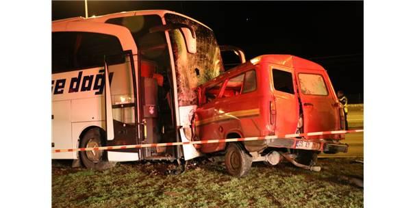 Amasya'da Yolcu Otobüsü İle Minibüs Çarpıştı: 1 Ölü, 4 Yaralı