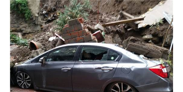 Cihangir'de İstinat Duvarı Çöktü