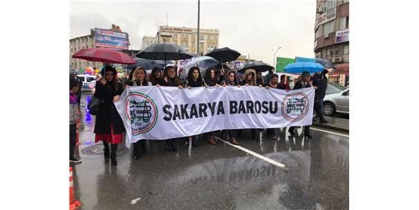 Sakarya'da Kadınlar 8 Mart İçin Yürüdü