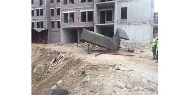Güncelleme - Manisa'da İnşaat İskelesi Çöktü
