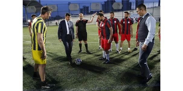 Halı Sahada Kalp Krizinden Ölen Öğretmen Futbol Turnuvası İle Anıldı