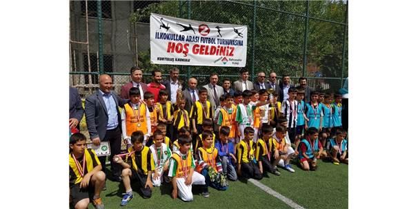 Iğdır'da Okullar Arası Futbol Turnuvası