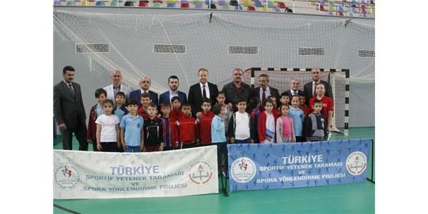 Şampiyon Selçuk Çebi, Trabzon'da Genç Yeteneklerin Taramasına Katıldı