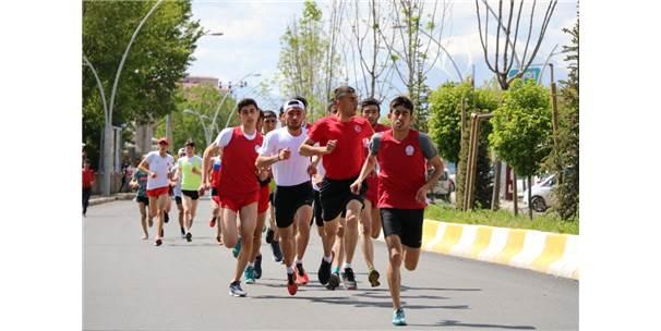 Ağrı'da Atletizm Ve Tekerlekli Kayaklı Koşu Yarışmaları Yapıldı