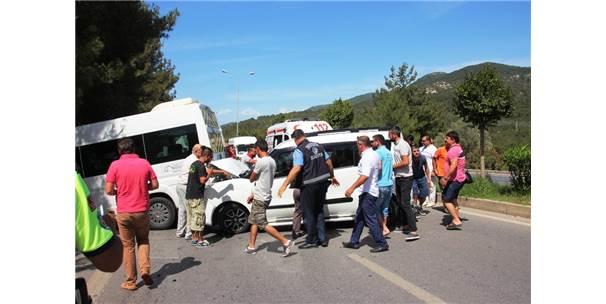 Okul Servisi Kaza Yaptı: 1 Yaralı