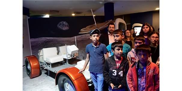 Başarılı Gençler Uzayı Keşfetti