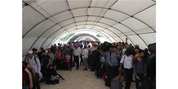Suriyelilerin Ramazan Bayramı İçin Ülkelerine Dönüşleri Sürüyor