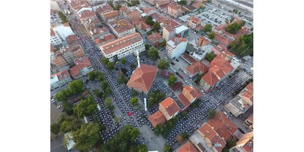 Çumra Belediyesi 46 Mahallede İftar Sofrası Kurdu