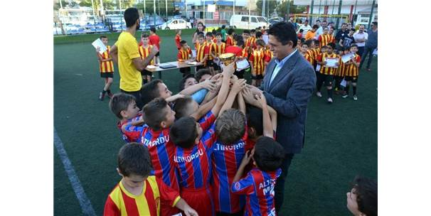 Aliağa Göztepe Futbol Okulu'ndan Birinci Yıla Özel Turnuva