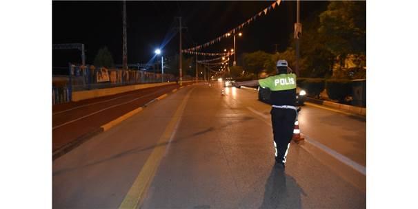 Uygulamaya Takılan Sürücü Polisi İkna Etmeye Çalıştı