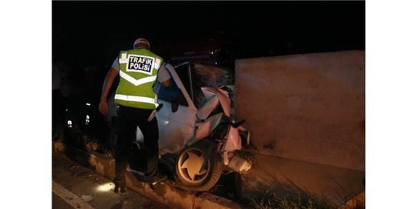 Beton Bariyere Çarpan Sürücü Ağır Yaralandı