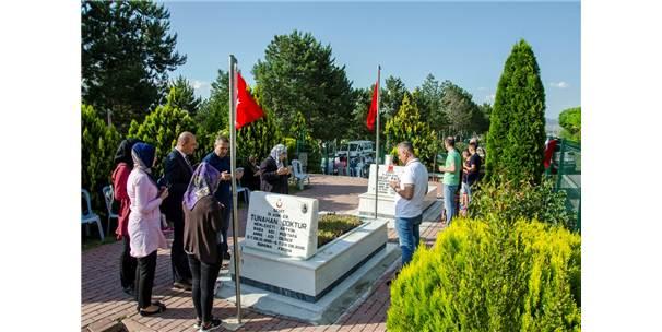 Kahramankazanlılardan Şehitlik Ve Kabirlere Bayram Ziyareti