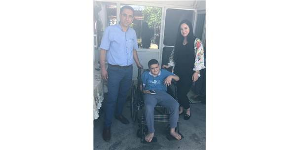 Başkan Yaralı'dan Engelli Çocuğa Tekerlekli Sandalye