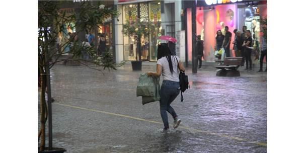 Eskişehir'de Aniden Başlayan Yağmur Hayatı Felç Etti
